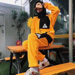 シュプリーム(Supreme)のpalace x Polartec hooded Fleece Yellow(パーカー)