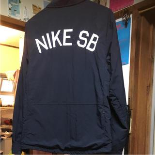 ナイキ(NIKE)のナイキ SB コーチジャケット M ネイビー バックプリント レアモデル(ナイロンジャケット)