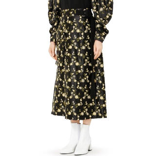 ルシェルブルー(LE CIEL BLEU)の【新品未使用】ルシェルブルー  フラワー刺繍スカート(ロングスカート)