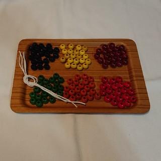 童具館 6色ビーズ・大穴 126個(トレーは付きません)(知育玩具)