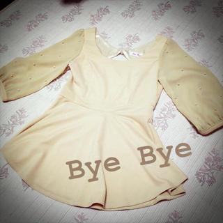 バイバイ(ByeBye)のByeBye パール付きペプラム(シャツ/ブラウス(長袖/七分))