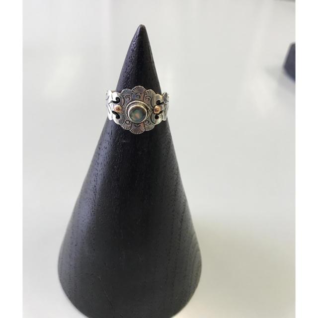 サイズ大きめ 黒蝶貝とシルバーのリング レディースのアクセサリー(リング(指輪))の商品写真