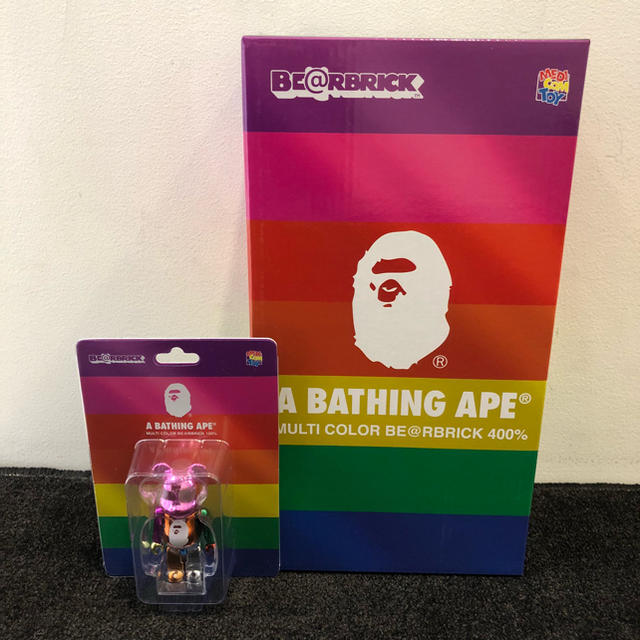 A BATHING APE(アベイシングエイプ)の【100% 400% 2体セット】BAPE ベアブリック エンタメ/ホビーのフィギュア(その他)の商品写真