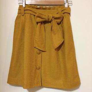 トゥエルブアジェンダ(12Twelve Agenda)のベルト付きスカート マスタード(ひざ丈スカート)