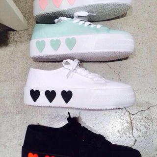 WEGO(ウィゴー)のWEGO ハートスニーカー♡♡ レディースの靴/シューズ(