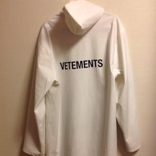 バレンシアガ(Balenciaga)のvetements raincort white(ポンチョ)