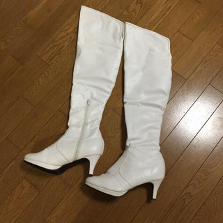 サルース(salus)の白ニーハイブーツ コスプレ等にも!(ブーツ)