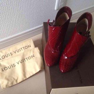 ルイヴィトン(LOUIS VUITTON)の新品本物ルイ・ヴィトン★美脚可愛いエナメル本革ブーツ(ブーツ)