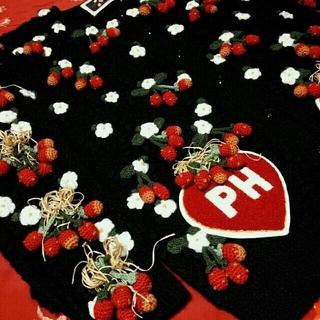 ピンクハウス(PINK HOUSE)のピンクハウス♡美品 大人気苺モチーフとモコモコ立体ワッペンが可愛いカーディガン♬(カーディガン)