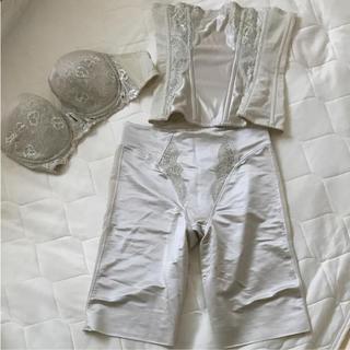 kumi様 SQRE ブラジャーニッパーガードル3点 ブライダル 結婚式 ドレス(ブライダルインナー)