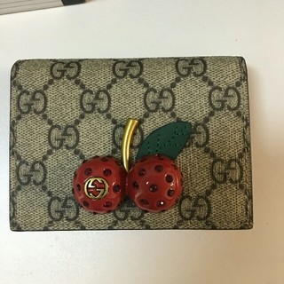 detailed look d2426 e6167 GUCCIチェリー財布
