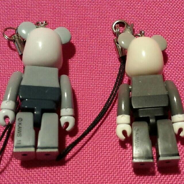 BE@RBRICK 70%kaws エンタメ/ホビーのおもちゃ/ぬいぐるみ(キャラクターグッズ)の商品写真