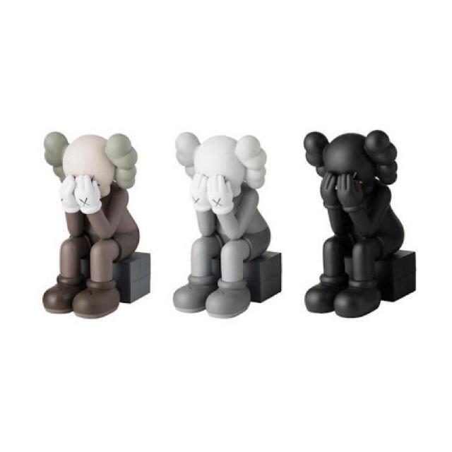 MEDICOM TOY(メディコムトイ)のKAWS PASSING THROUGH 3体セット エンタメ/ホビーのおもちゃ/ぬいぐるみ(キャラクターグッズ)の商品写真