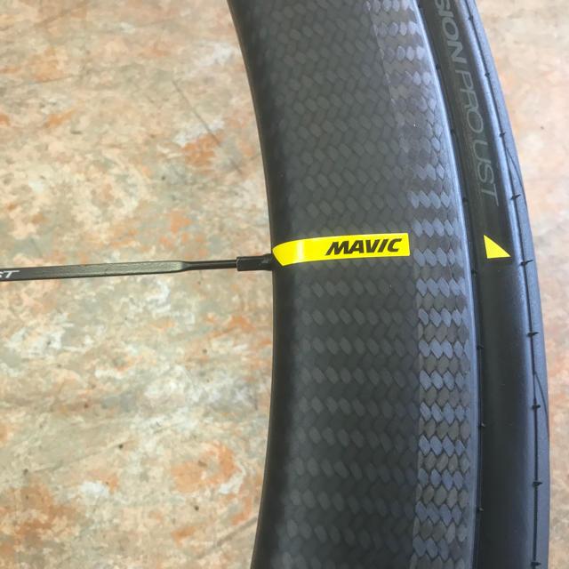 2019MAVIC マビックコスミックプロカーボンUSTホイール前後セットシマノ スポーツ/アウトドアの自転車(パーツ)の商品写真