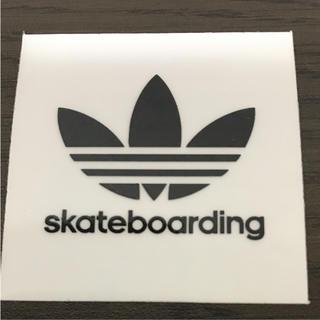 アディダス(adidas)の【縦5cm横5cm】adidas  skateboardステッカー(ステッカー)