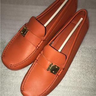 ルイヴィトン(LOUIS VUITTON)のルイヴィトン ドライビングシューズ 新品 本物 オレンジ(ローファー/革靴)