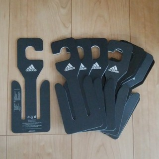 アディダス(adidas)の新品 未使用 送料込み adidas サンダル ハンガー 10個セット ブラック(押し入れ収納/ハンガー)