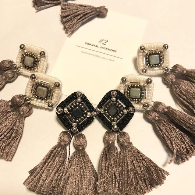 ダブルタッセル ビーズ刺繍ピアス ブラック ハンドメイドのアクセサリー(ピアス)の商品写真