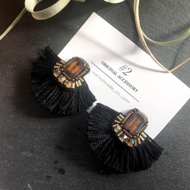 ハーフフリンジ ビーズ刺繍ピアス べっ甲 ハンドメイドのアクセサリー(ピアス)の商品写真