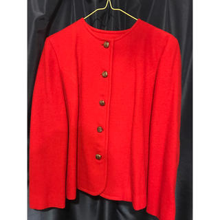 ジーヴィジーヴィ(G.V.G.V.)の赤ジャケット(ノーカラージャケット)