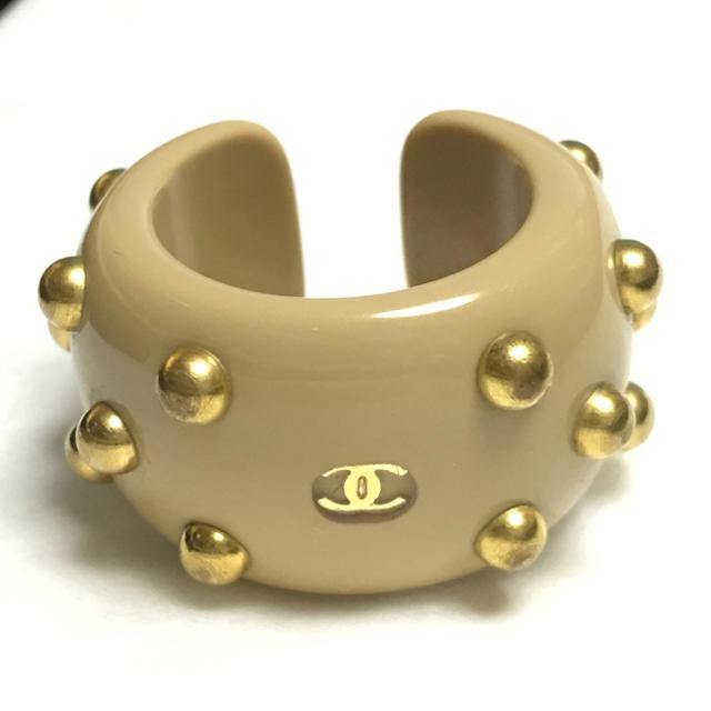 CHANEL(シャネル)のCHANEL シャネル リング 指輪 ココマーク スタッズ ベージュ/ゴールド レディースのアクセサリー(リング(指輪))の商品写真