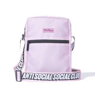 アンチ(ANTI)の【ピンク】ASSC サイドバッグとピンバッチセット(ショルダーバッグ)