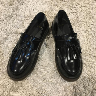 トピックラックス(topic luxe)のタッセルローファー厚底(ローファー/革靴)