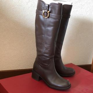 フェラガモ(Ferragamo)のFerragamo 茶色 ブーツ(ブーツ)