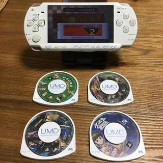 プレイステーションポータブル(PlayStation Portable)のPSP-2000[ホワイト]本体 ソフト4個セット(携帯用ゲーム本体)