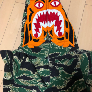 アベイシングエイプ(A BATHING APE)のTIGER CAMO SHARK FULL ZIP HOODIE(パーカー)