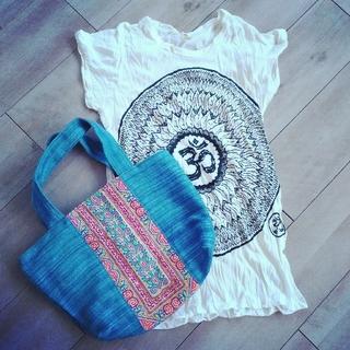 Tシャツ(ホワイト) オーム柄(Tシャツ(半袖/袖なし))