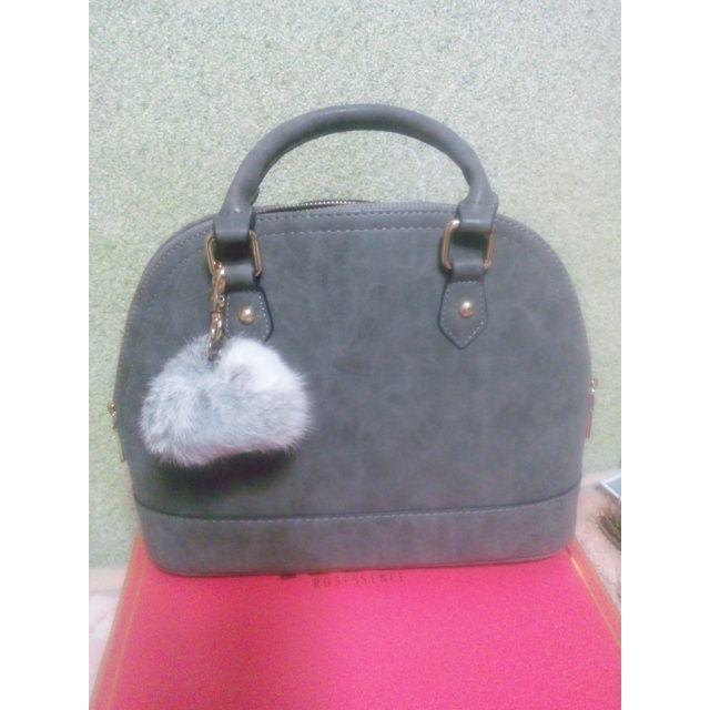 d4b4c0949828 エコファーチャーム付きブガッティ型2wayショルダーバッグ レディースのバッグ(ハンドバッグ)の