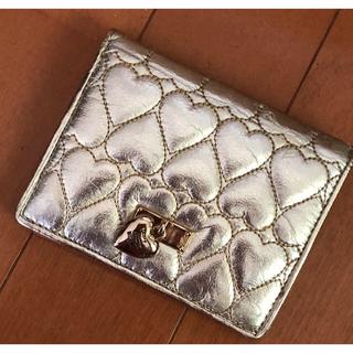 モスキーノ(MOSCHINO)のモスキーノ金色ハートマトラッセキラキラウォレット未使用品二つ折り財布カード入れ(財布)
