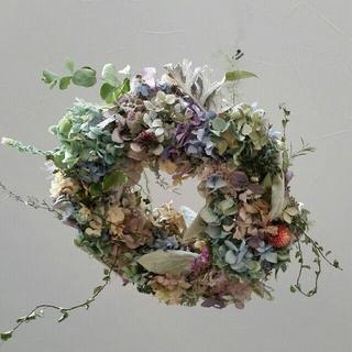 紫陽花と草花のフライングリース(ドライフラワー)