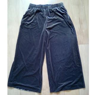 ユニクロ(UNIQLO)の美品 ガウチョパンツ スカートパンツ XL グレー ベロア(バギーパンツ)