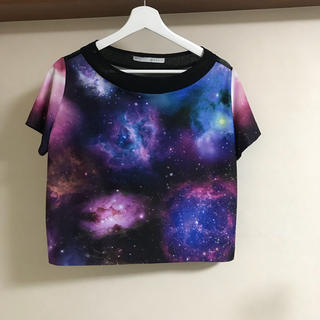クーシオ(Qussio)の美品 クーシオ 宇宙柄 トップス(Tシャツ(半袖/袖なし))