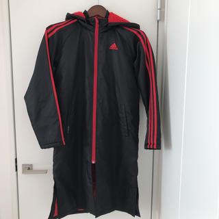 アディダス(adidas)のアディダス ベンチコート 150 黒 赤(コート)