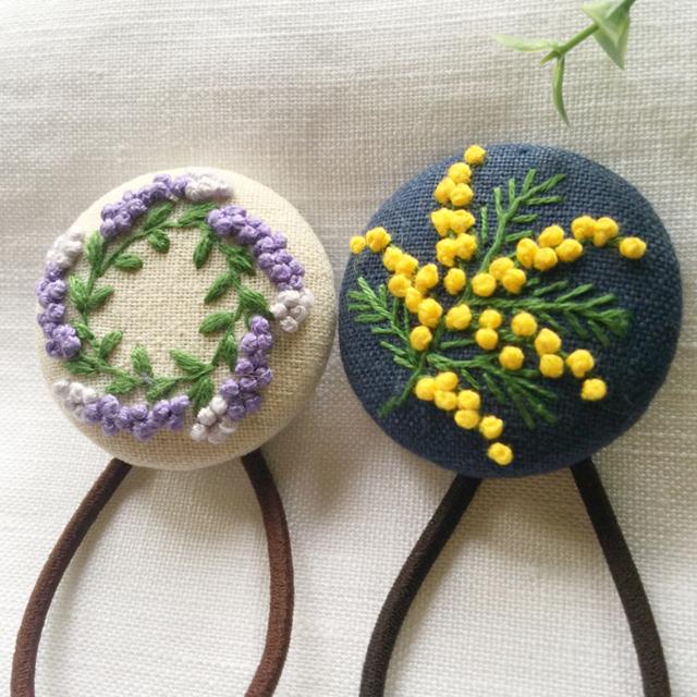 [六花様 専用です]刺繍ヘアゴム  ミモザ一枝 レディースのヘアアクセサリー(ヘアゴム/シュシュ)の商品写真