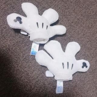 ディズニー(Disney)のミッキー 手袋型 グローブ ブローチ 2個セット(ブローチ/コサージュ)