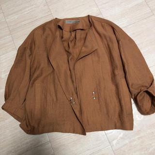 オキラク(OKIRAKU)のroomテラコッタ新品ブラウス風羽織(ノーカラージャケット)
