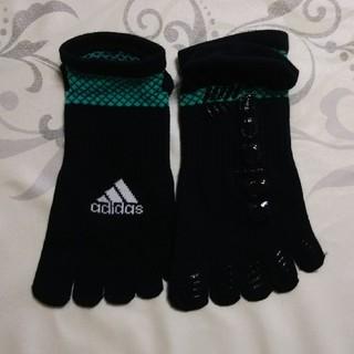 アディダス(adidas)の5本指ソックス    アディダス   滑り止めつき(ヨガ)