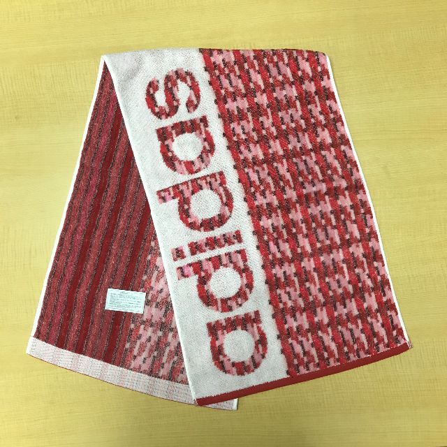adidas(アディダス)の【新品】adidas スポーツタオル チェック レッド 約34×110cm インテリア/住まい/日用品の日用品/生活雑貨/旅行(タオル/バス用品)の商品写真