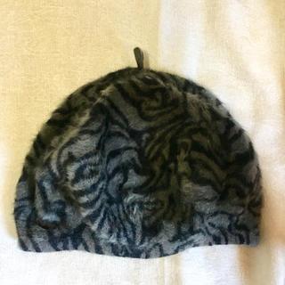 エイチアンドエム(H&M)の【H&M/送料込・コメント不要即購入可】 ゼブラ柄グレーニットベレー帽キャップ(ハンチング/ベレー帽)