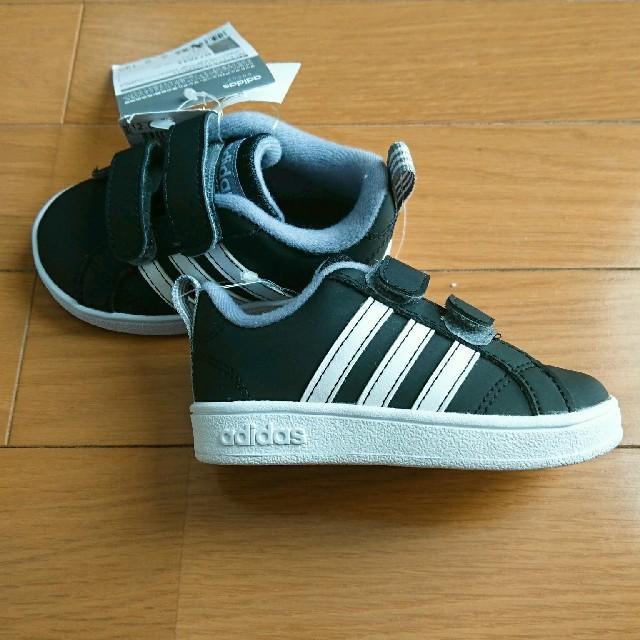 adidas(アディダス)の新品タグ付き adidas/アディダス ベビースニーカー ベビーシューズ 12㎝ キッズ/ベビー/マタニティのベビー靴/シューズ(~14cm)(スニーカー)の商品写真