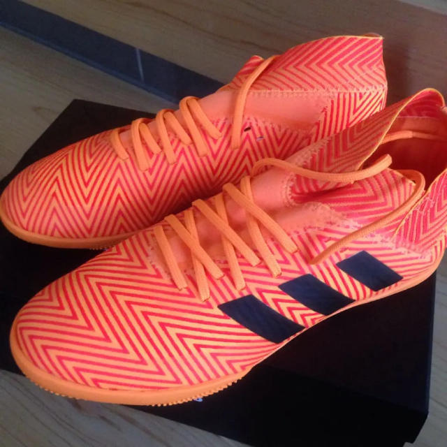 adidas(アディダス)のフットサルシューズ 22.5cm スポーツ/アウトドアのサッカー/フットサル(シューズ)の商品写真