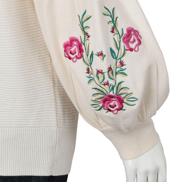 GU(ジーユー)の美品 GU エンブロイダリースリーブセーター レディースのトップス(ニット/セーター)の商品写真