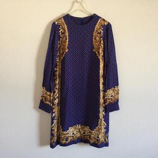 ジーヴィジーヴィ(G.V.G.V.)のUSED 174 gvgv スカーフ柄 ノーカラー ワンピース 紫 mode(ひざ丈ワンピース)