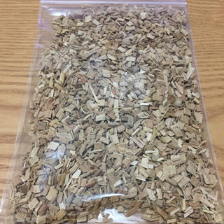 シンフジパートナー(新富士バーナー)の燻製 スモークチップ さくら 約65g 新富士バーナー製 バーベキューのお供(ストーブ/コンロ)