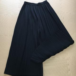 ジーユー(GU)の紺色プリーツロングパンツ(その他)