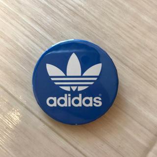 アディダス(adidas)の美品 adidas 缶バッチ(バッジ/ピンバッジ)